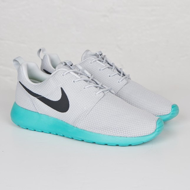 ... Nike Roshe Run QS Trainers Pour Homme Platine Pur/Anthracite Calypso- Blanche 633054- ...