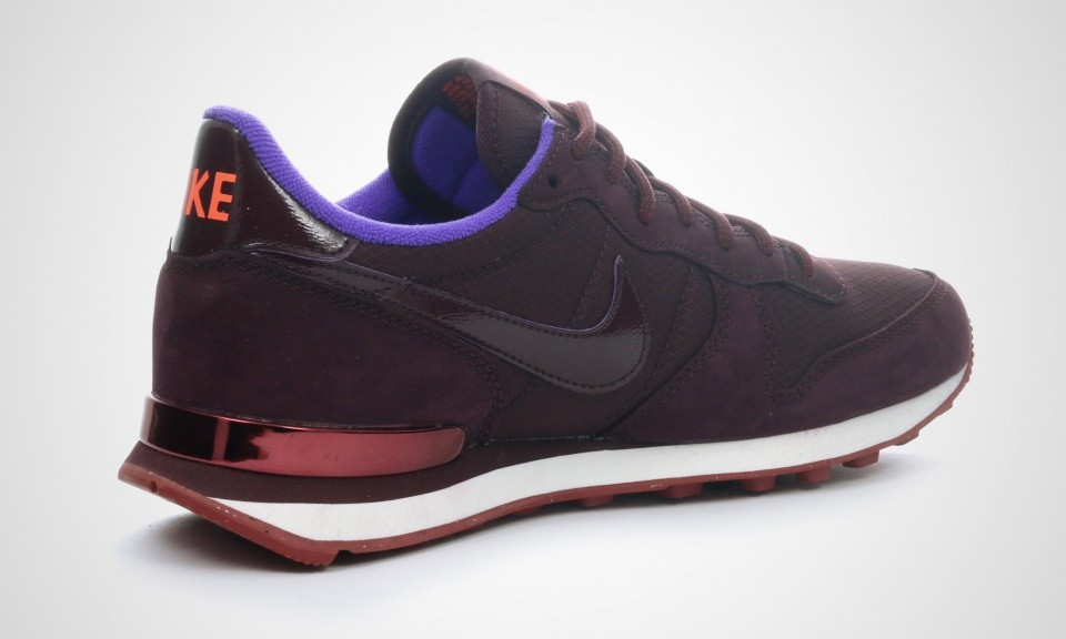 wholesale dealer abd99 5c597 ... Femme Nike Internationalist Premium Chaussures Bordeaux Violet Pourpre  Hyper-Voile 631756-681 ...