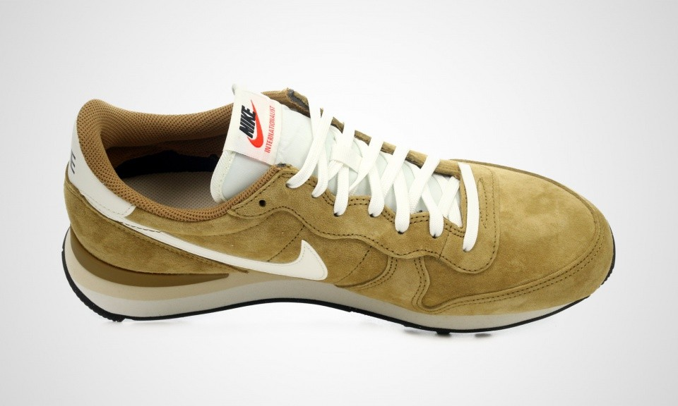 Nike Internationalist Cuir De Porc Curry Hommes Chaussures Running Or-Tan-Voile Noir Plage 705017-201