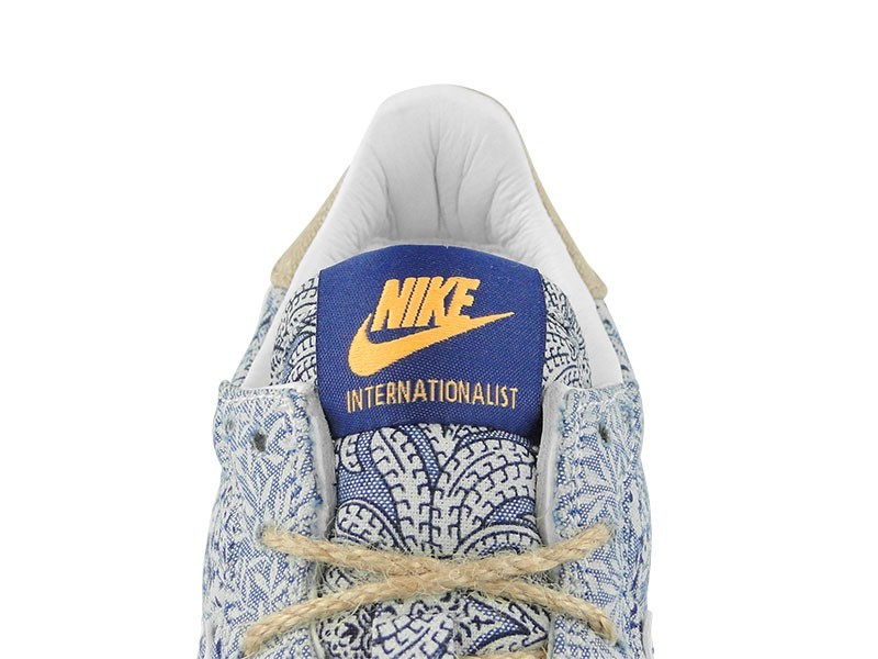 Femme Nike Internationalist QS x Liberty Of London Trainers Rappel Bleu/Blanche-Mangue Atomique-La Gomme Brun Moyen 654938 400