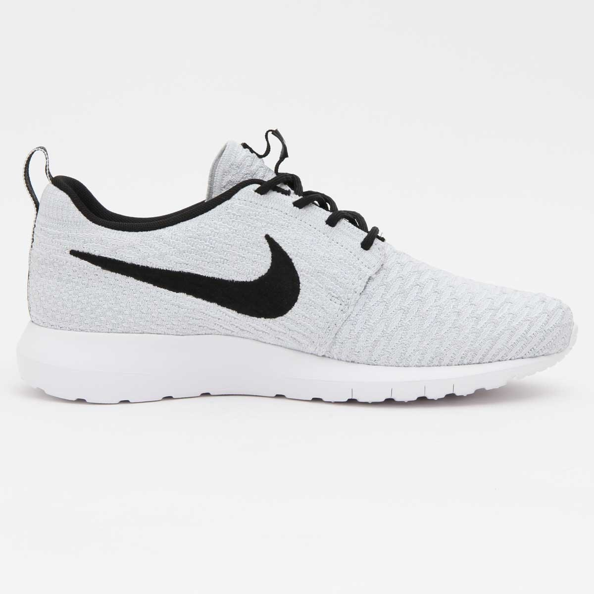 big sale 16f45 e8c8a ... Nike Roshe Run NM Flyknit Hommes Chaussures De Sport Blanche Noir  677243-101 ...